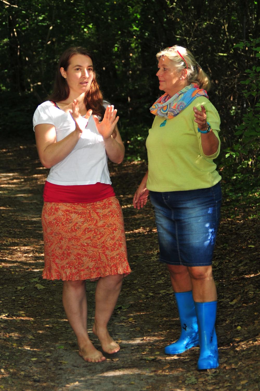 Ilka Hohmann (Coach) im Gespräch mit einer Klientin